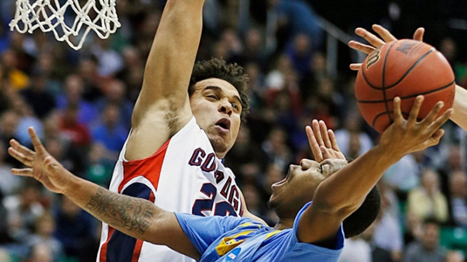 Top Seed Gonzaga Ekes Out 64-58 Win Over 16th Seed