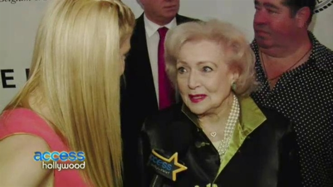 Before heading in to her roast in New York City, Betty White gets some action on the red carpet from