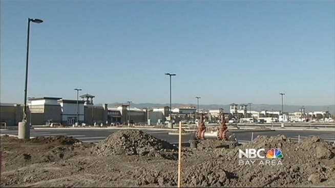 A new outlet mall is getting ready to open in the East Bay. That's great news for shoppers, but even better for job seekers. The Nov. 8 opening of the Paragon Outlets in Livermore and its 120 stores are bringing 3,500 new jobs – 2,000 of them permanent ones, the remaining 1,500 temporary and seasonal ones. Stephanie Chuang reports.