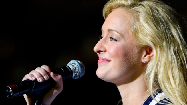 Mindy McCready, who hit the top of the country charts before personal problems sidetracked her career, died Sunday in Arkansas in an apparent suicide. She was 37.