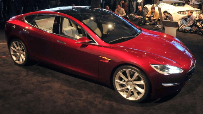 Tesla officials Friday handed over the keys to the first lucky owners of its Model S, an all-electric sedan. NBC Bay Area's Jodi Hernandez reports.