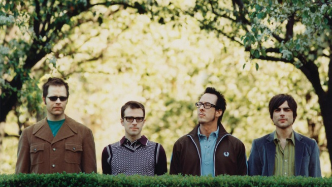 Weezer Plays Show In Front Of 100