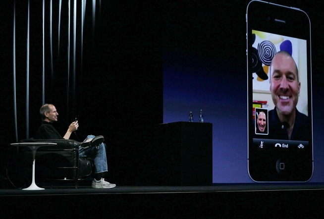 Photos: Jobs Introduces Apple's iPhone 4