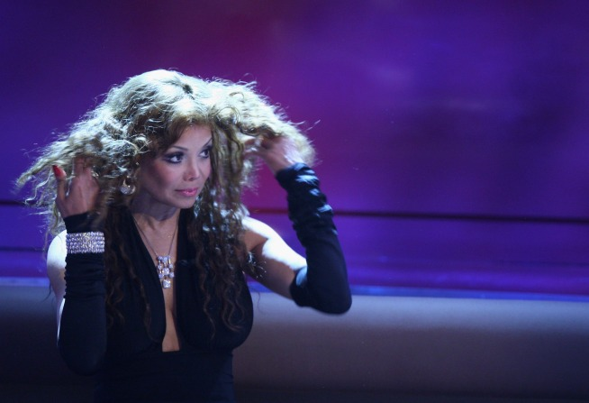 "La Toya Wants Simon's ""Idol"" Spot"