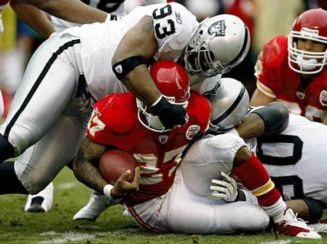 Raiders and Chiefs Renew Bitter Rivalry