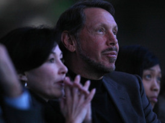 Rumored Buyer Ellison at Courtside for Warriors