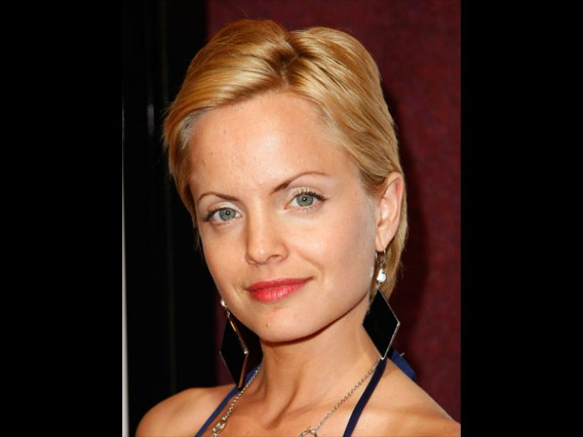 "Mena Suvari Heads To Rome For ""Unique""  Wedding"
