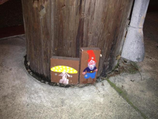 Little, cheerful gnomes popping up in Oakland are causing a commotion; PG&E doesn't like the creatures painted on its utility poles. Christie Smith reports.
