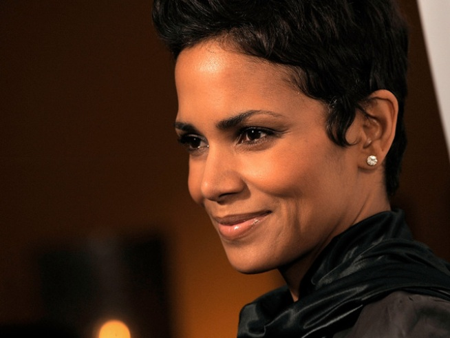 Halle Berry, Colin Farrell to Present Golden Globes