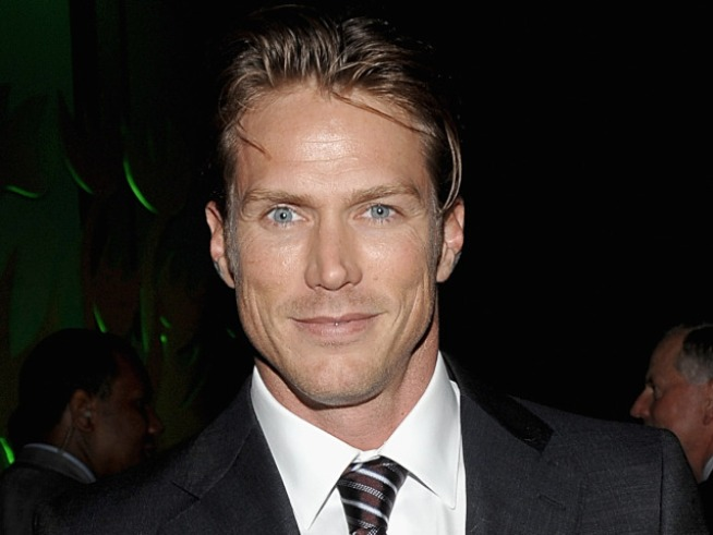 "Jason Lewis Spotted on ""Sex"" Sequel Set"