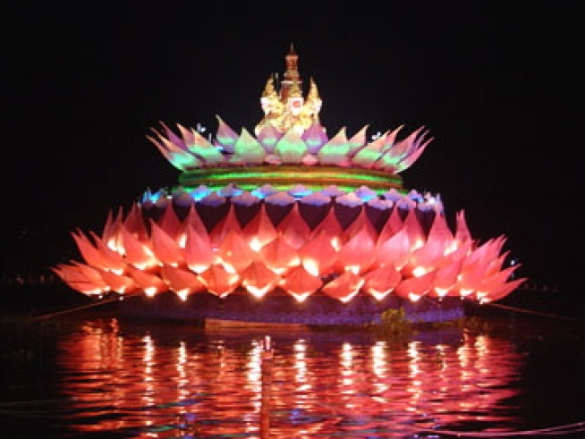 10/29: Thai River Festival of Lights