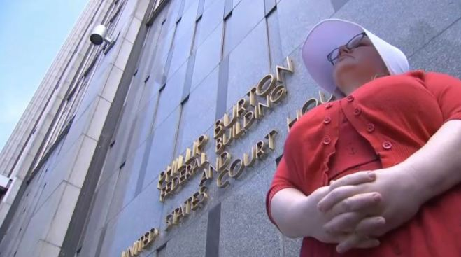 Woman Dressed as 'Handmaid' Stands in Front of SF FBI to Support Kavanaugh Accuser Christine Blasey Ford