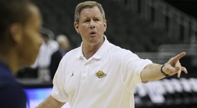 Cal's Mike Montgomery Reveals Cancer Scare