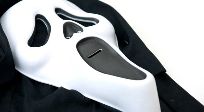 "Armed Robber In ""Scream"" mask Targets Potential Car Buyers"