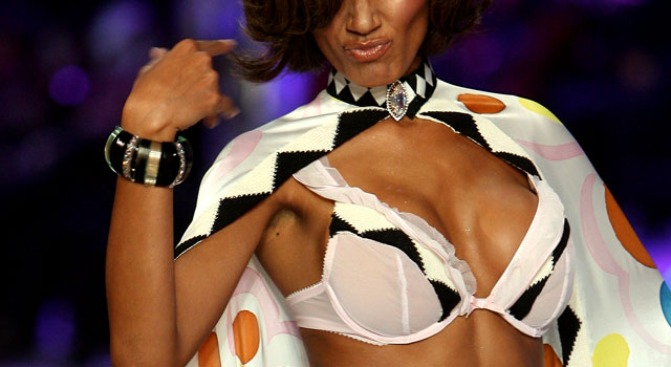 Rash of Women Say Victoria's Secret Bras Make Them Itchy
