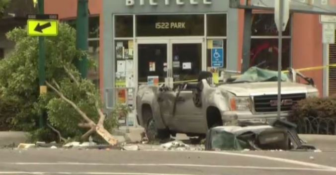 2 Dead, 5 Injured in Alameda Crash