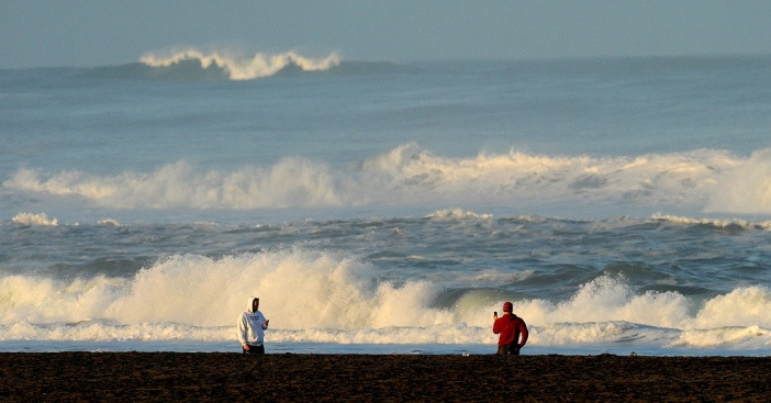 Spectators Line SF Coast to Gawk at Waves