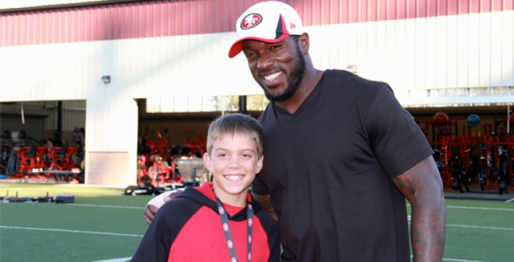 Boston Bombing Victim Aaron Hern Visits 49ers Training Camp