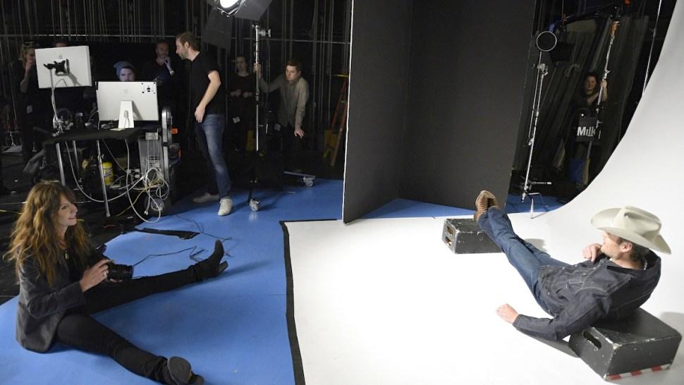 """Saturday Night Live"" Photographer Mary Ellen Matthews Gives Hosts a ""Bumper"" Shot"