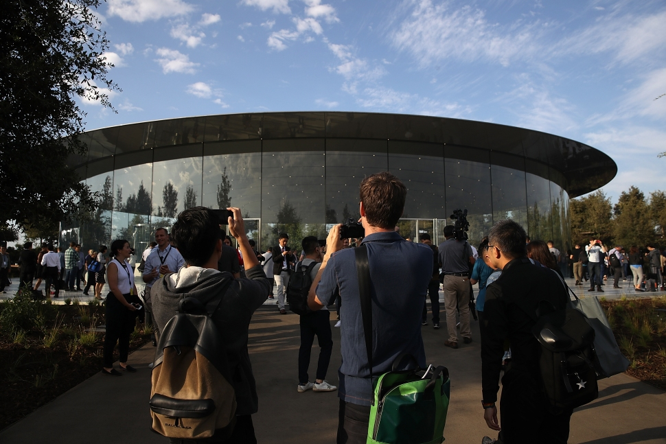 All Eyes on the iPhone X: LIVE From the #AppleEvent in Cupertino