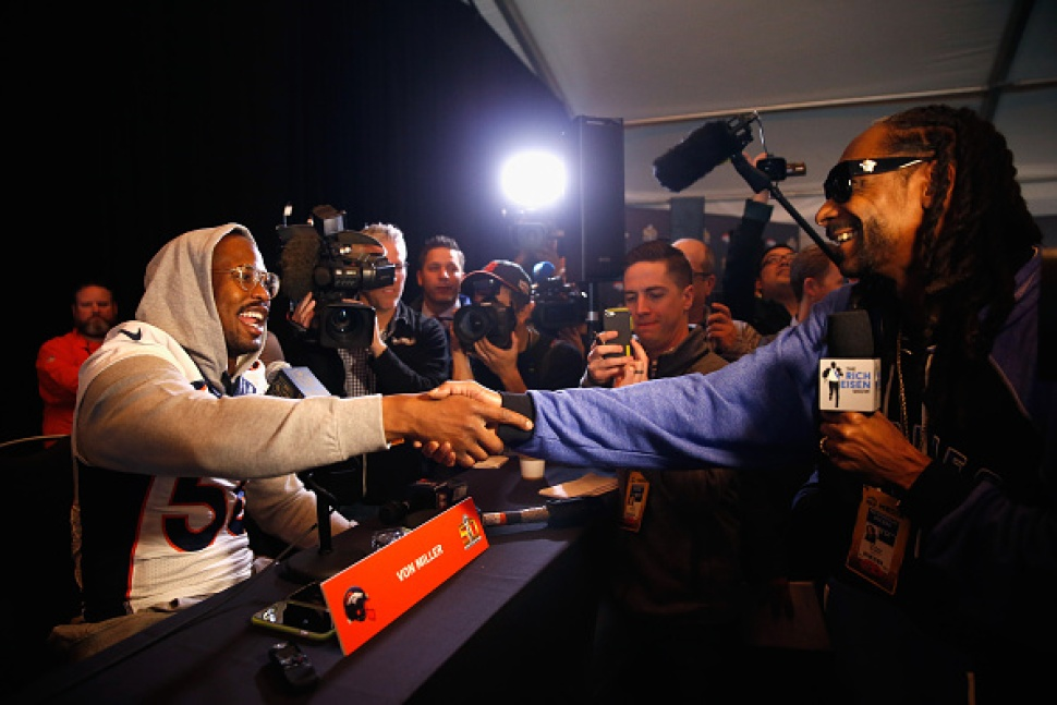 Snoop Dogg Reports From #SB50: Tweets, Deletes Message About 'Ganja Helping Athletes'