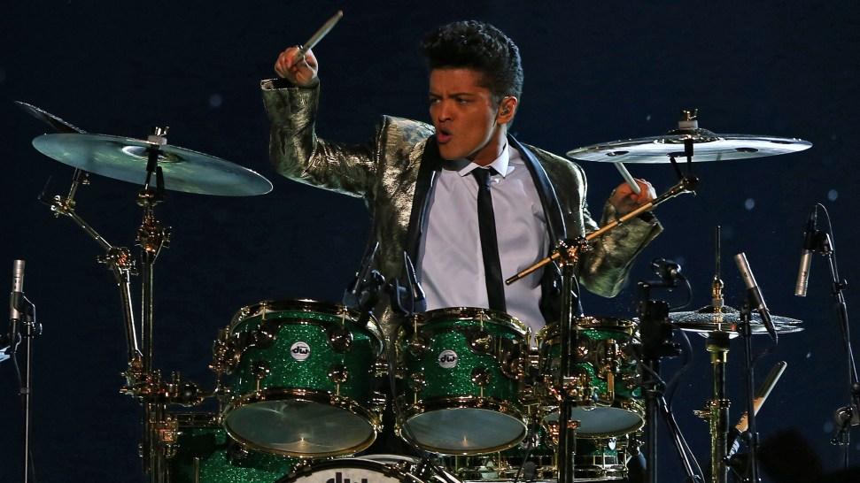 Report: NFL Offers Bruno Mars Super Bowl 50 Halftime Show