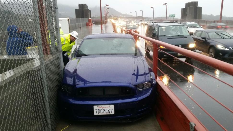 Car Crashes White House Gate