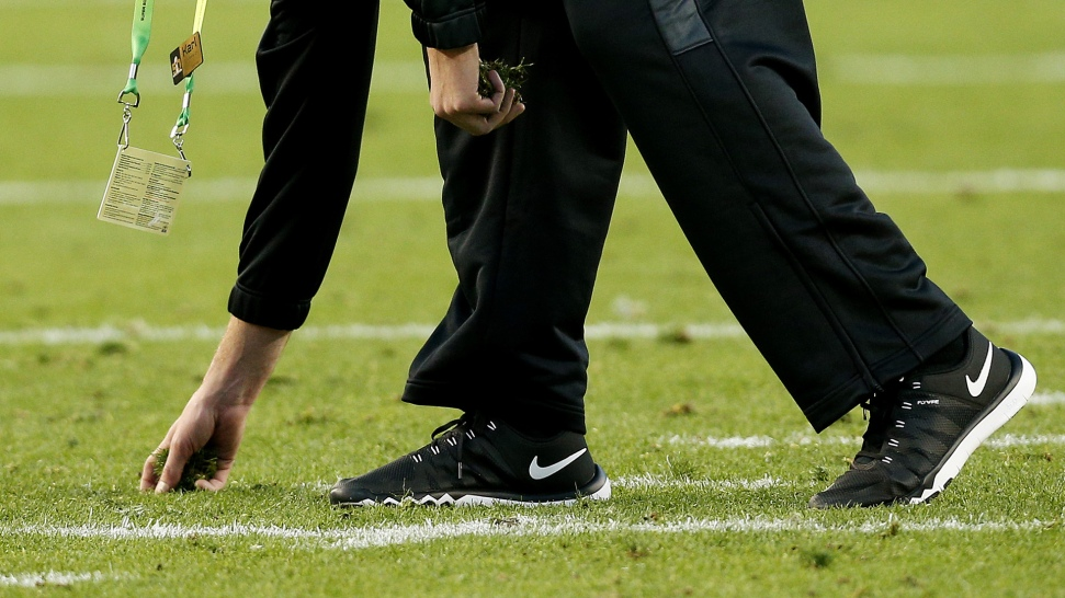 Footing Issues With Levi's Stadium Turf Force Broncos, Panthers Players to Change Cleats